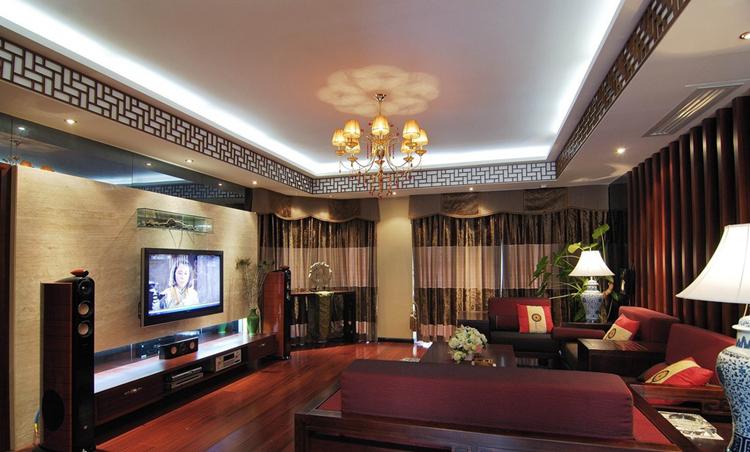 这一期我们来给大家介绍了500平米别墅装修设计,此次案例采用的是典型的中式风格。业主的别墅类型属于典型的独栋别墅,在选择装修风格时,业主不假思索就选择了非常经典的中式风格设计,下面我们一起来看看吧:  500平米别墅装修设计   中式风格的别墅装修,以宫殿建筑的室内设计风格为代表,在总体上体现出一种气势恢宏、壮丽华贵、细腻大方的大家风范。中式风格最能体现我们民族的家居风范与传统文化的审美意蕴。  500平米别墅装修设计   本案中客厅淋漓尽致的展现中式风格的壮丽华贵。高空间、大进深、雕梁画栋、金