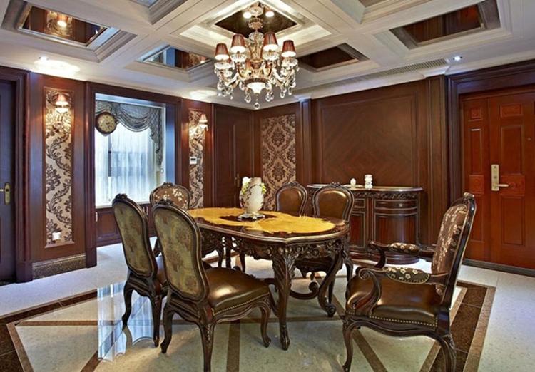 餐桌花纹和吊顶的美式线条相辅相成
