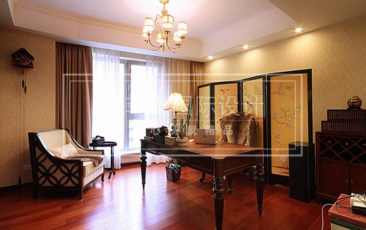 红木家具和地板的运用恰好阐释现代美式