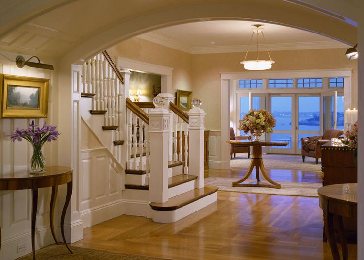 美式风格进入大众视野以及有很久的一段时间了,很多业主喜欢美式那种稳重厚实的质感和自由积极的设计思想,古典美式更是兼容典雅和高贵,相对地,现代美式则是要活泼许多,却也更加时尚化、年轻化,下面一起来看看110平米美式风格装修效果图吧。  现代美式室内空间讲光与色的结合,色彩要简单且纯净,不宜斑驳渐变,光线要亮,给人一种积极向上的乐观感受。   室内陈设多以开放式为主,造型简单,质感朴素但是不乏大气和层次感,以布艺、实木、版式家具为主,强调色彩的调和。   现代美式多提倡实木地板的舒适质感,客厅多衬以色彩造型丰