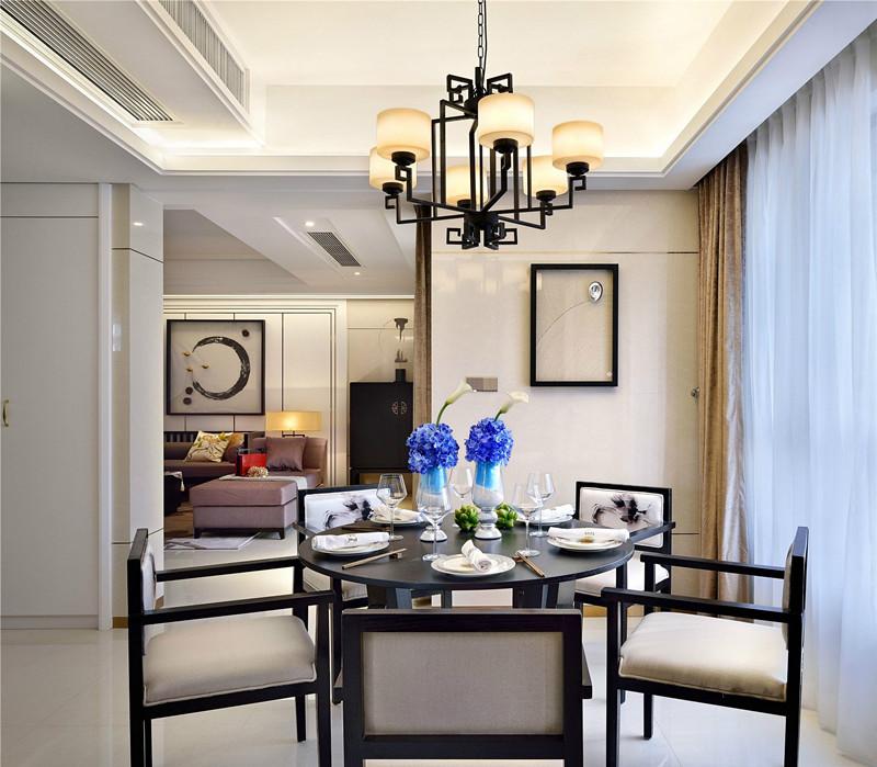 房屋面积:180平   设计风格:新中式   设计师:紫苹果国际设计陆老师   传统中式雕梁画栋,颇为华贵,但是难免让人感觉有些繁琐;新中式风格与之不同的是更加地清雅含蓄,在保证了传统中式的形、神的同时,又融合了现代的舒适美感,避免了传统中式的古板。今天就跟大家分享一个上海180平新中式风格大平层设计实景案例,希望看后您对新中式有个新的认识,对您未来的装修有更多的灵感。