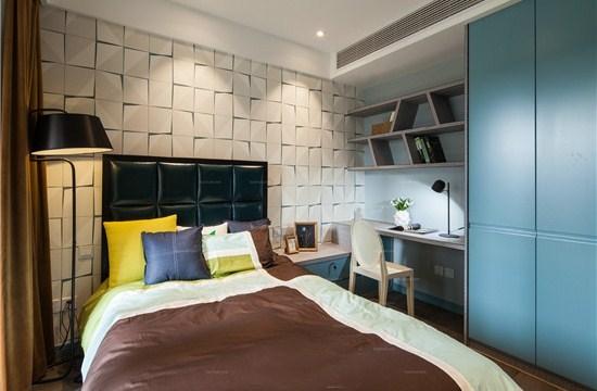 明亮的黄色作为卧室主体色调,迎合了孩子活泼可爱的心性,而小巧精致的