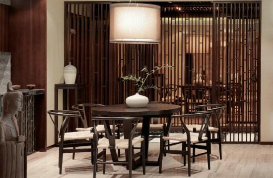 不論是餐廳走廊還是臥室,隔斷的設計是一節一節的竹子造型,像一排竹林